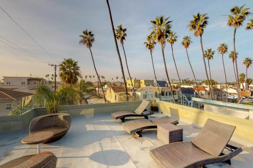 The Swaying Palm Ha'ven - Seal Beach, CA Vacation Rental