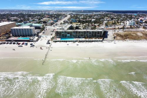 Daytona Inn Unit 110 - Daytona Beach, FL Vacation Rental