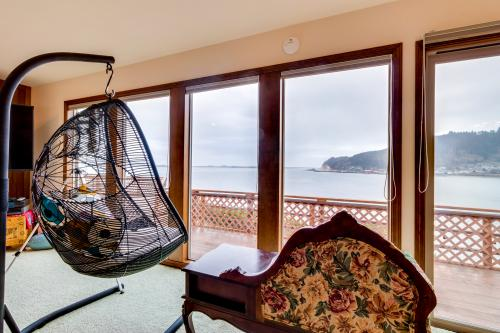 Ghost Hole View - Bay City, OR Vacation Rental
