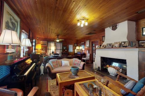 Irwin Cottage - St. Simons Island, GA Vacation Rental