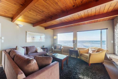 South Beach House - South Beach, OR Vacation Rental