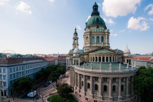 Basilic View with Balcony Studio Budapest - Budapest, Hungary Vacation Rental