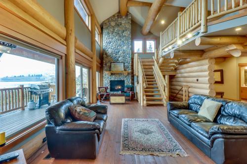Sutree Lake House - East Wenatchee, WA Vacation Rental