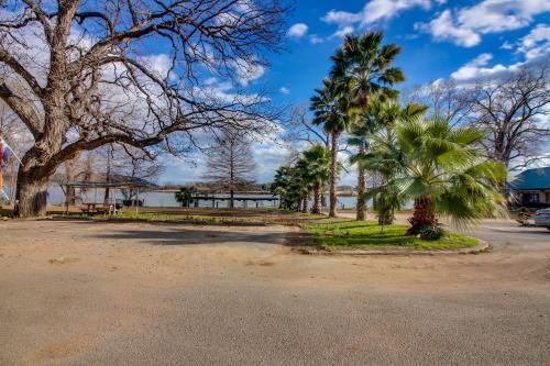 Rio Vista Resort: Oklahoma - Kingsland, TX Vacation Rental