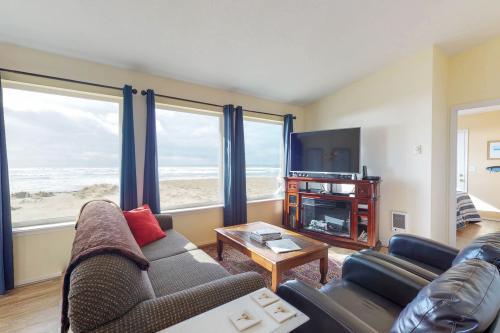 Bayshore Modern Beach House - Waldport, OR Vacation Rental