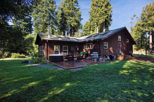 Fort Bragg Farmhouse - Fort Bragg, CA Vacation Rental