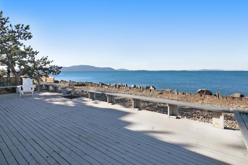 Sunset Steps at Sandy Point! - Ferndale, WA Vacation Rental