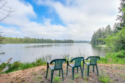 Serenity Lake House - Florence, OR Vacation Rental