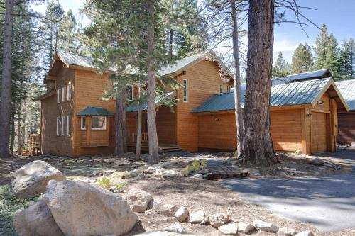 The Acorn House - Truckee, CA Vacation Rental
