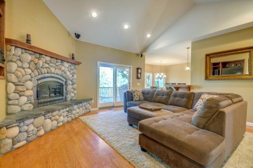 Mule Deer Cabin (4-538) - Groveland, CA Vacation Rental