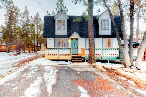 Blue Door Cottage - Sugarloaf, CA Vacation Rental