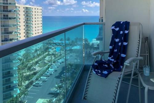 Beachside Living Condo - Hollywood, FL Vacation Rental