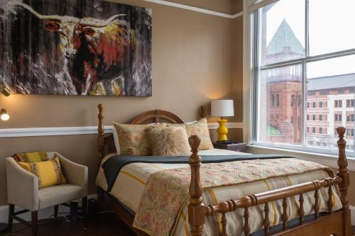 The Bull Suite - San Antonio, TX Vacation Rental