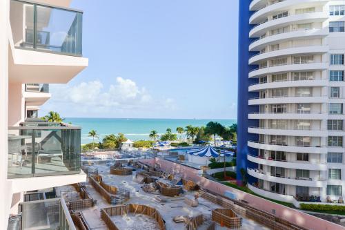 The Alexander: Sunny Days Condo - Miami Beach, FL Vacation Rental