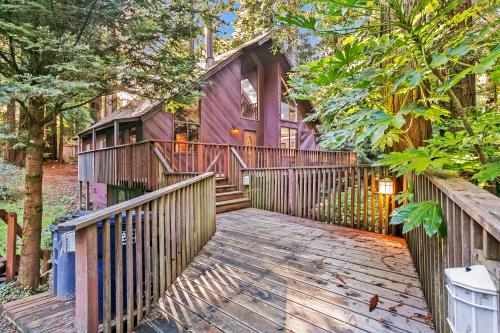 Cozy Treehouse - Gualala, CA Vacation Rental