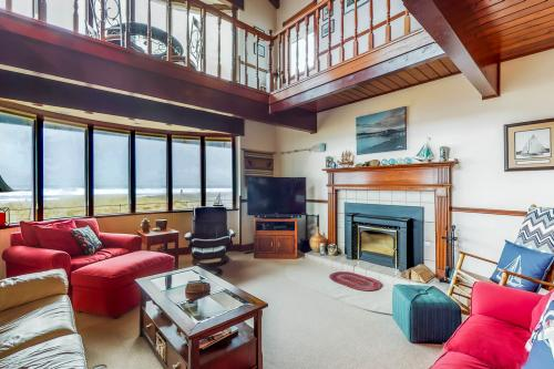 Expansive Views Family Oceanfront Beach Home - Westport, WA Vacation Rental