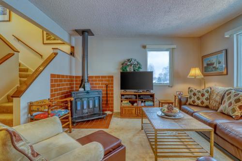 Hideaway Valley: Cozy Condo #19 - Harbor Springs, MI Vacation Rental