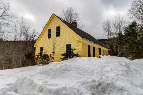 Mt. Ellen's Backyard Bungalow - Moretown, VT Vacation Rental