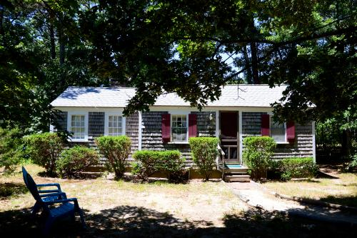 Pine Grove Cottage - Eastham, MA Vacation Rental