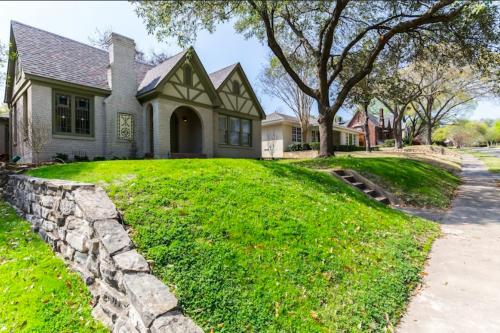 Dallas Cottage - Dallas, TX Vacation Rental