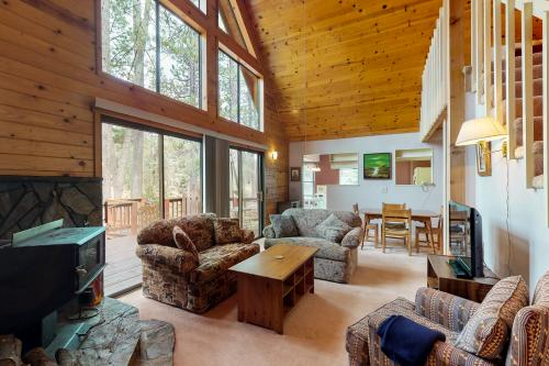 Pine Mountain Retreat - Groveland, CA Vacation Rental