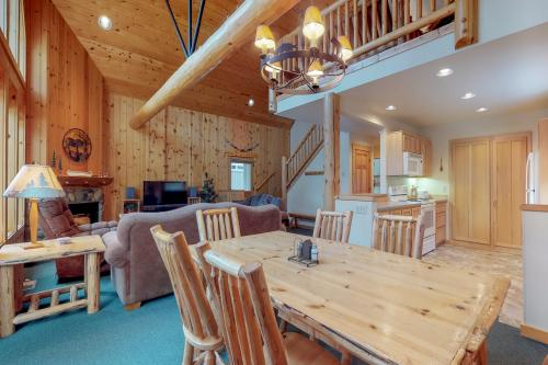 Eagle Crest: Prairie Falcon Retreat - Eagle Crest, OR Vacation Rental