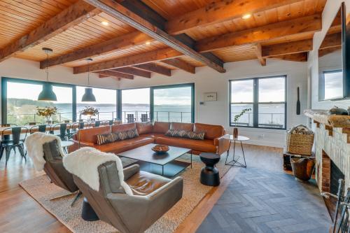 Whidbey Island Modern Farmhouse - Greenbank, WA Vacation Rental