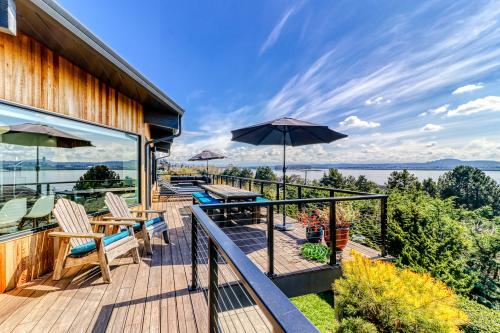 Modern Columbia River View Splendor - Vancouver, WA Vacation Rental