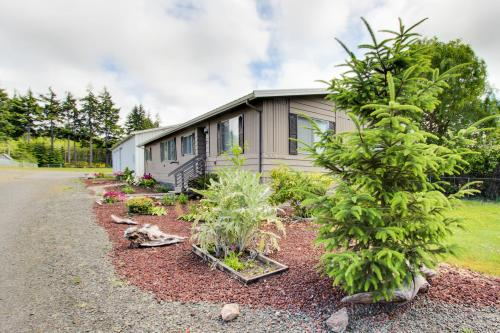 Columbus Empire House - Coos Bay, OR Vacation Rental