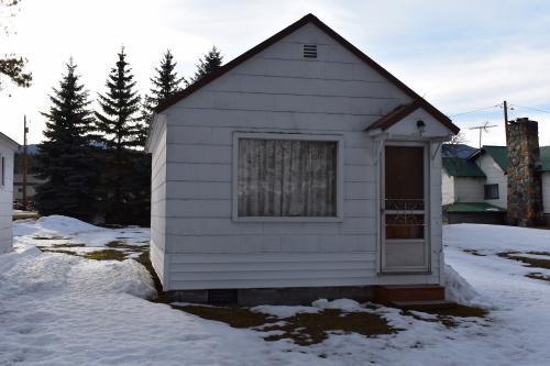 Flathead Lake Getaway Unit B - Lakeside, MT Vacation Rental