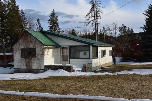 Flathead Lake Getaway Unit E - Lakeside, MT Vacation Rental