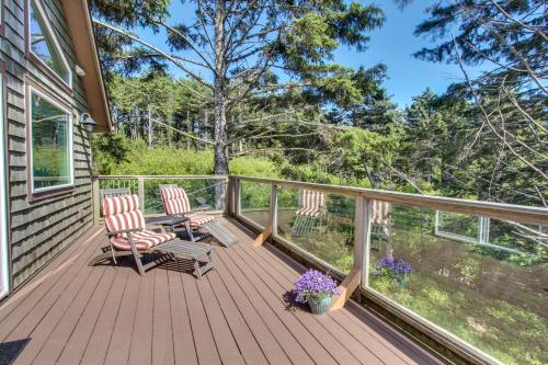 Yaquina Lighthouse View Beach Home -  Vacation Rental - Photo 1