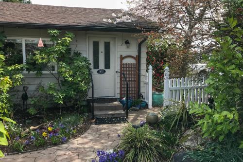 Rose Garden Private Suite - Sequim, WA Vacation Rental