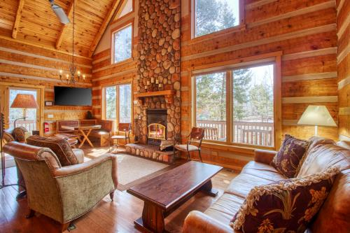 Timber Wolf - Woodland Park, CO Vacation Rental