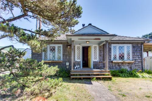 The Looking Glass - Rockaway Beach, OR Vacation Rental