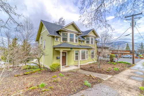 Azusa House - Hood River, OR Vacation Rental