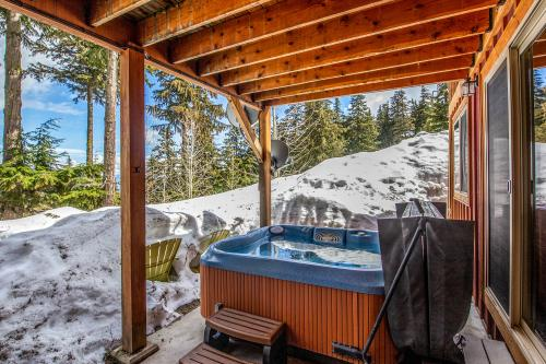 Snowplow Home - Sandpoint, ID Vacation Rental