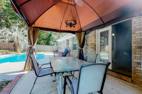 Sunny Daze - Navarre, FL Vacation Rental