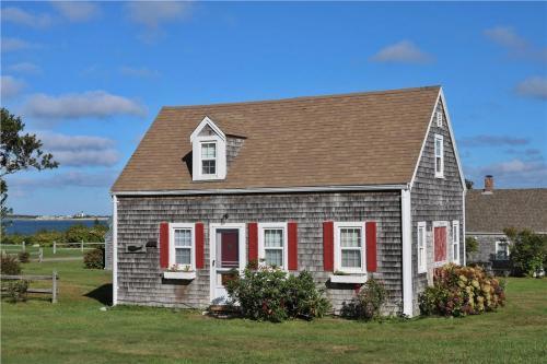 Sea Coast Cottage - Barnstable, MA Vacation Rental