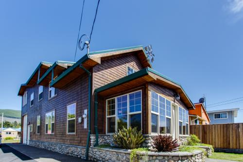 Beacon Cedar House - Rockaway Beach, OR Vacation Rental