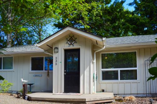 The Wallace Beach House - Gleneden Beach, OR Vacation Rental