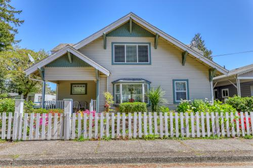 Old Town Manor Family Home - Florence, OR Vacation Rental