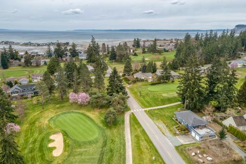 Golf Course View in Useless Bay - Langley, WA Vacation Rental