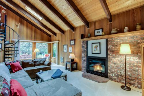 Mountain Meadow Lodge - Rhododendron Vacation Rental
