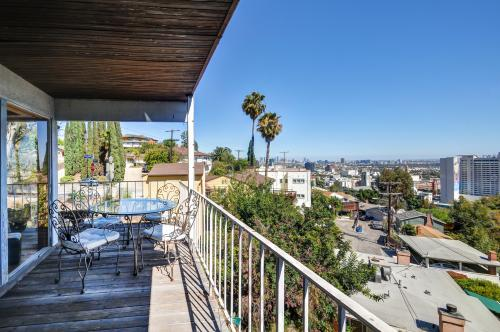 West hollywood vacation rentals from 55 vacasa for Los angeles monthly rentals