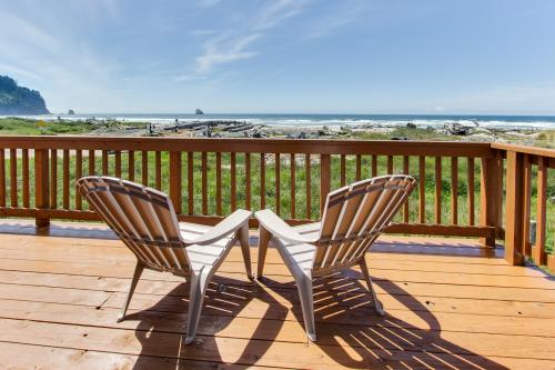 Lighthouse Beachfront Retreat - Cape Meares, OR Vacation Rental