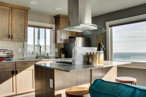 Mid Rock Overlook #6 - Oceanside, OR Vacation Rental
