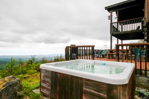 Port Angeles Blue Mountain Lodge with Bunkhouse - Port Angeles, WA Vacation Rental