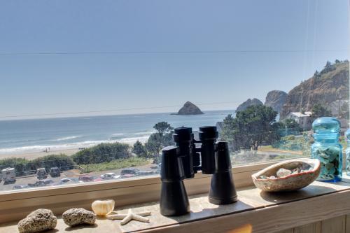 Wave Watch `N - Oceanside, OR Vacation Rental