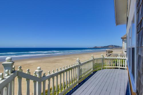 Nye Beach Oceanfront Cottage - Newport, OR Vacation Rental